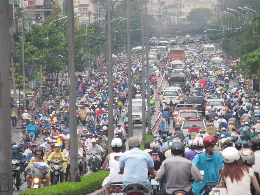 Chaotic traffic of Saigon. Photo by: Wilson Loo Kok Wee. Licensed under Creative Commons Attribution-NonCommercial-NoDerivs 2.0 Generic