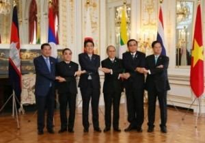 Five Lower Mekong prime ministers meet with Japan's prime minister in 2015