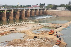 In this March 12 photo, heavy machinery is used to repair the energy dissipation area of the Chao Phraya dam in Chai Nat. Low water levels caused by the drought have allowed repairs to take place in the normally submerged area. (Photo by Pattarapong Chatpattarasill) 17 March 2016