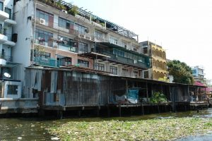 Riverside slums over a waterway in Bangkok. Photo by erozen, Flickr, taken 26 February 2009. Licensed under CC BY-NC 2.0.