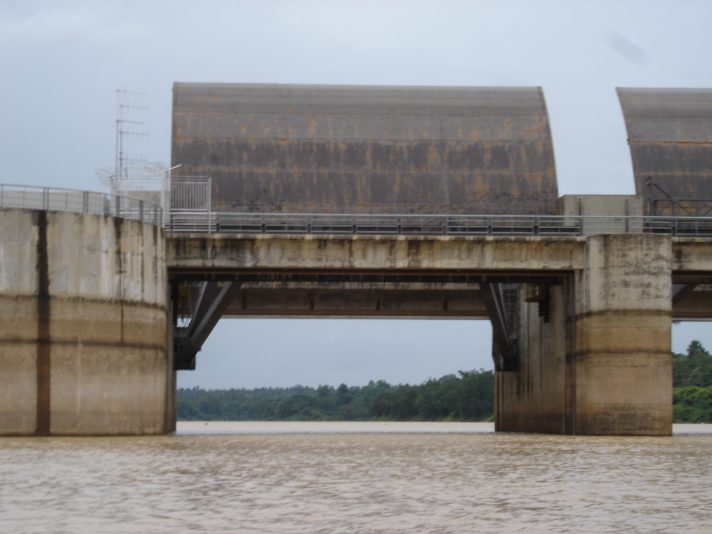 Pak Mun Dam, located 5.5 km west of the confluence of the Mun and Mekong Rivers in Ubon Ratchathani Province, Thailand. Photo by Water, Food and Livelihoods in River Basins via Flickr. Licensed under CC-BY-2.0.